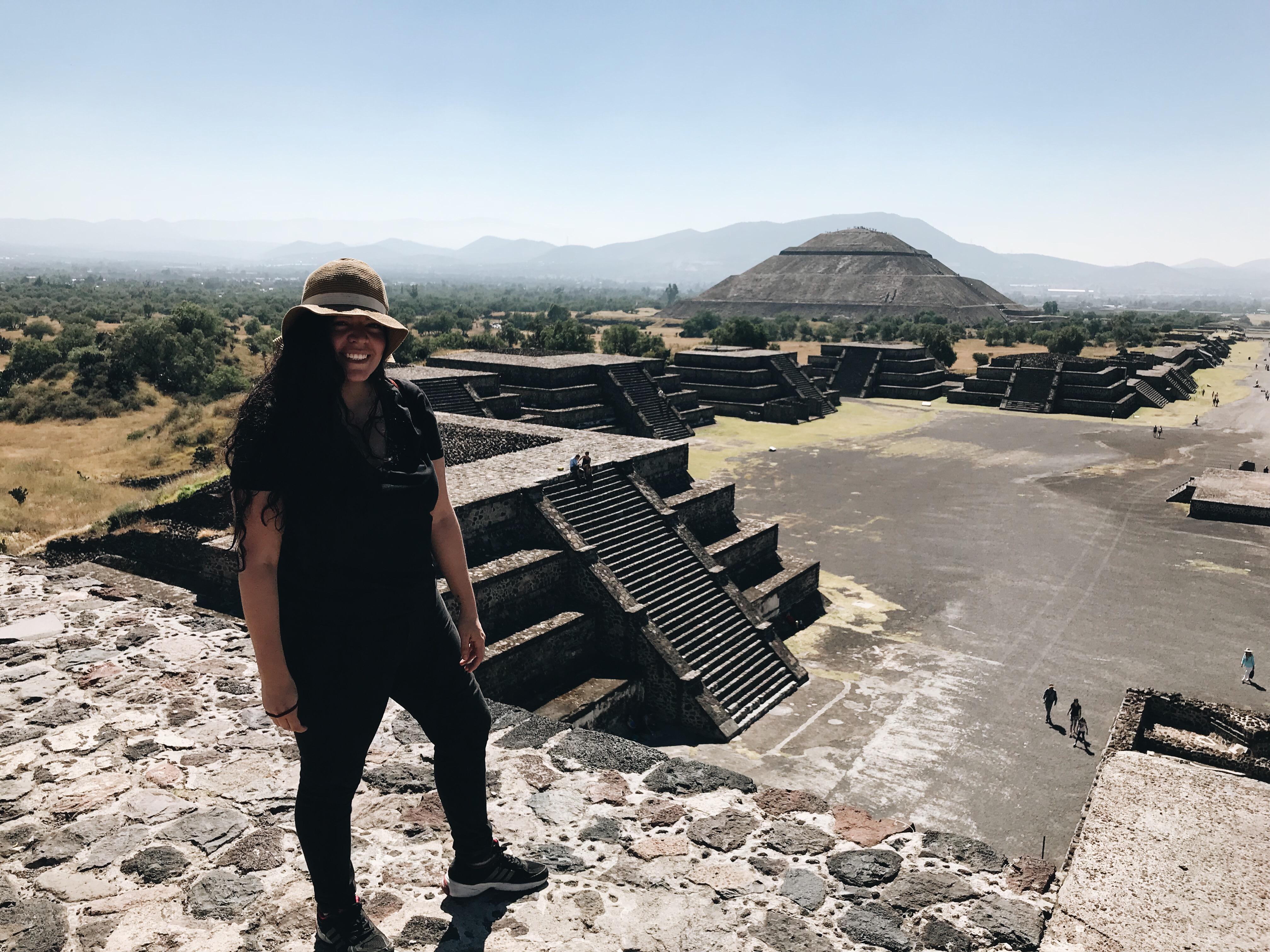 La vista desde la pirámide de la Luna en teotihuacan